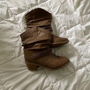 womens size 7 cowboy style short brown boots